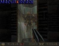 Ponto de curiosidade nesta parte, vemos inimigos dentro de tubos com água. Uma espécie de laboratório de pesquisas. O mais interessante é que laboratórios como este que vemos na foto só vão aparecer em DOOM 3 (2003). Quem lembra do laboratório que aprisionava os demônios?