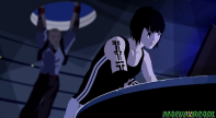 """Faith(frente) chega no esconderijo e encontra um pedaço de papel com a palavra """"Icarus""""."""